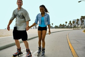 couple-happily-inline-skating-600